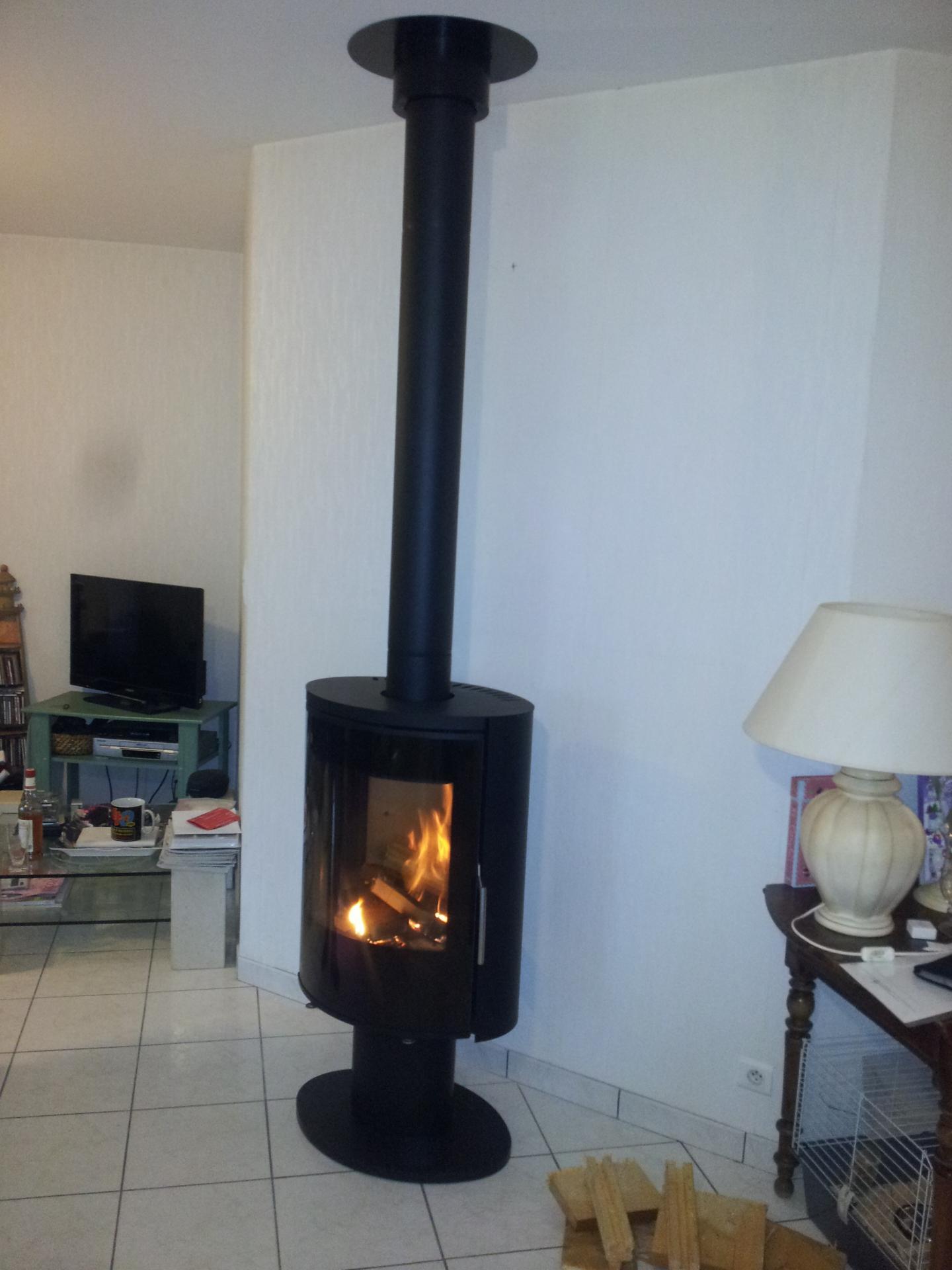 Poele fonte flamme nara for Poele a bois horizontal